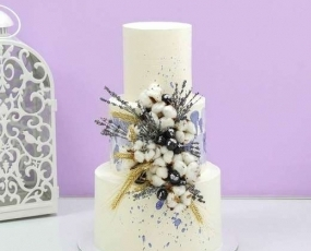 Торт свадебный с цветами хлопка