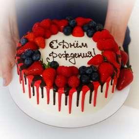 """Торт """"С подтеками и ягодами"""""""