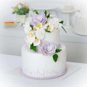 """Торт """"С мастичными цветами"""""""