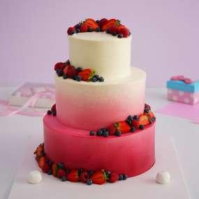 """Торт """"Бело-розовый с ягодами"""""""