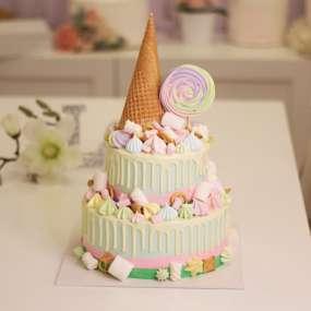 """Торт """"С вафельным рожком и сладостями"""""""