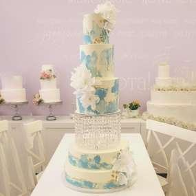 Бело-голубой торт небесные цветы