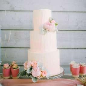 Розовый торт пионы