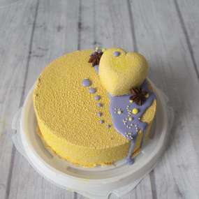 Торт велюровый желтый