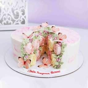 Торт в разрезе с розами