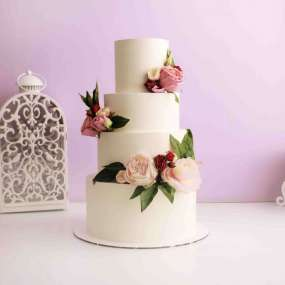 Торт трехъярусный с цветами