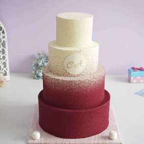 Многоярусный велюровый свадебный торт