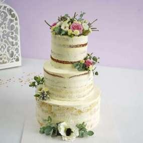 Открытый свадебный торт с цветами