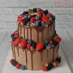 """Торт """"Шоколадный с ягодами"""""""