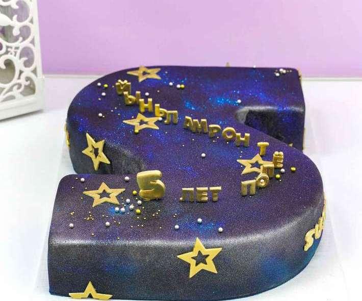 Темно-синий торт полет нормальный
