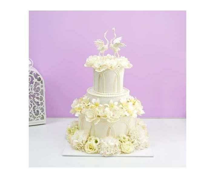 Свадебный торт с птицами