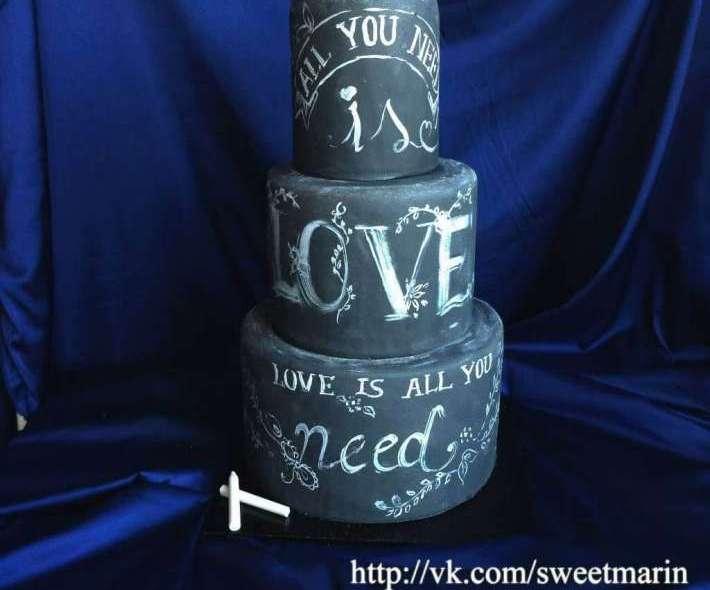 "Торт ""Love is all you need"""